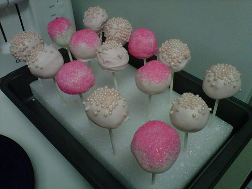 Pink champagne cake pops 1